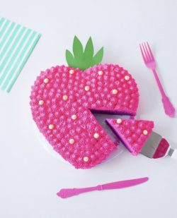 Strawberry 🍓 cake deco