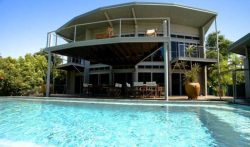 4 Bedrooms Beachfront Holiday Villa in Port Douglas, Queensland
